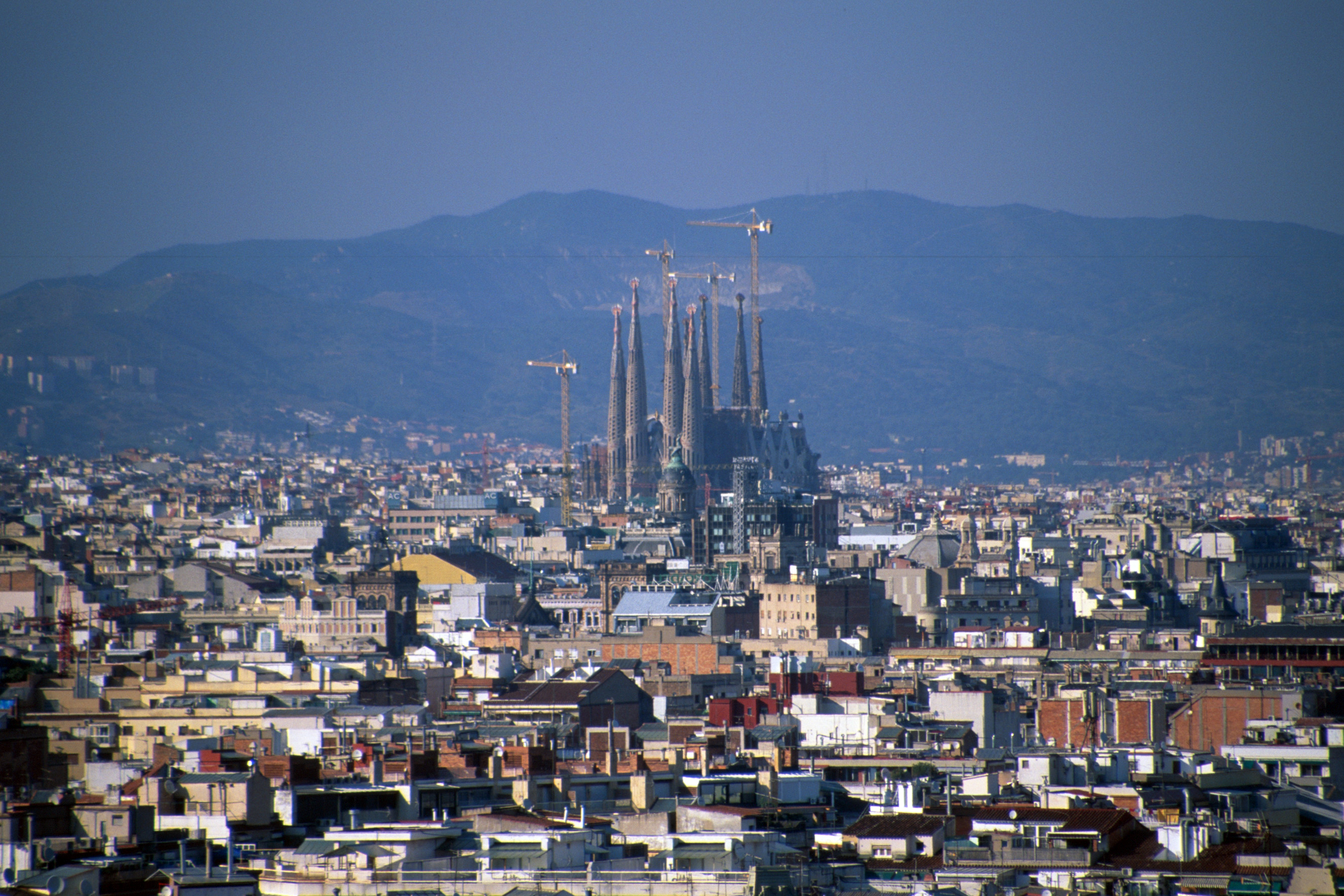 Pin barcelona skyline on pinterest for Barcelona famila
